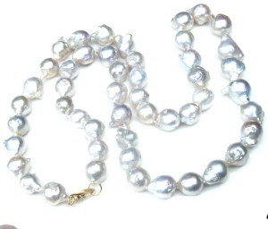 White quirky pearls long necklace