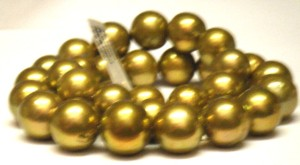Very rich gold Ming pearl strand. The pearls are 12.1mm to 15,6mm