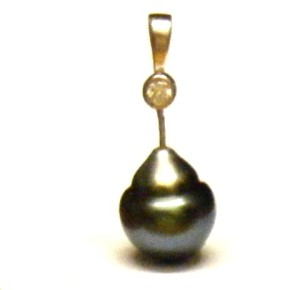 Tahitian pearl with glue hiccups