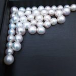 Natural white round pearls